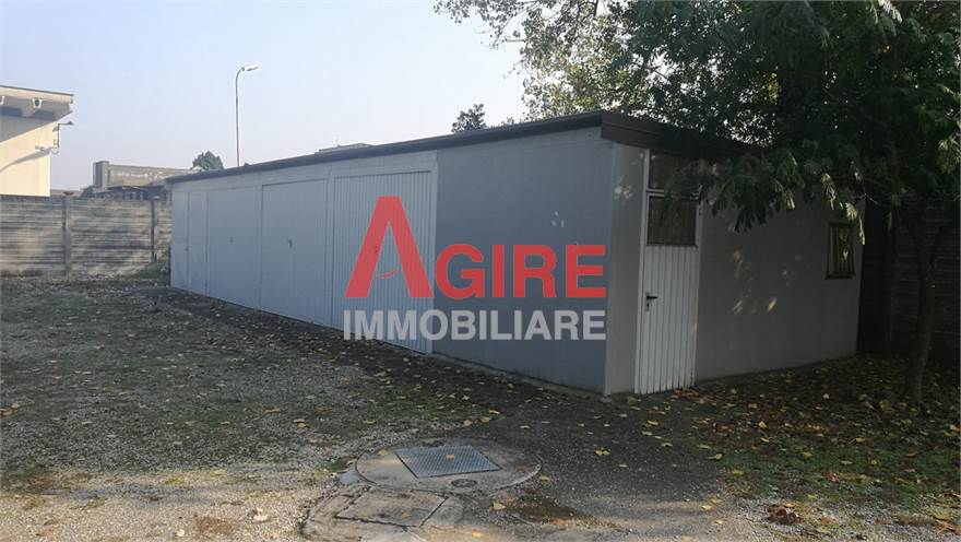 Magazzino/garage in corpo staccato